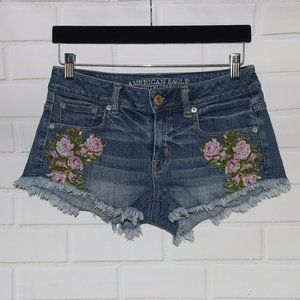 American Eagle Sz 2 Floral Embroidered Cut Off